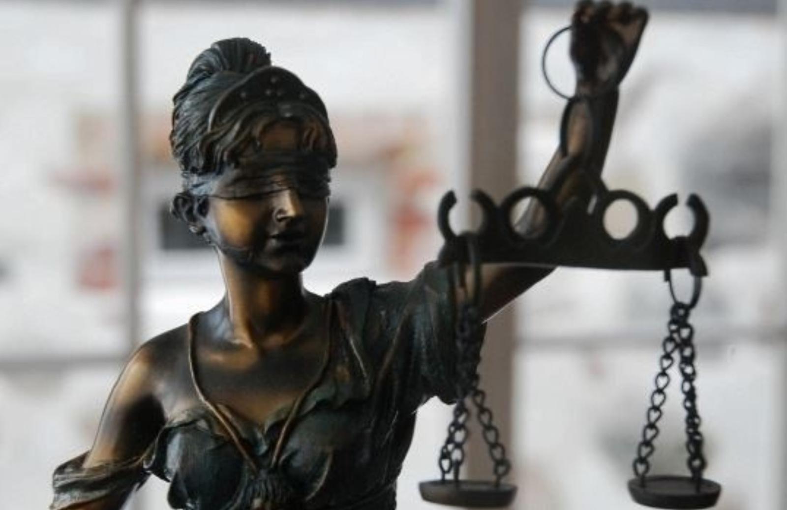 Padangoje prie namų slėptos kanapės jaunuolius atvedė į teismą