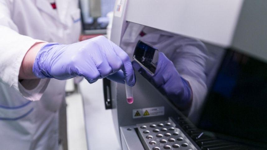 Santaros klinikose pradedama naujų rūpesčių keliančių SARS-CoV-2 atmainų viruso paieška