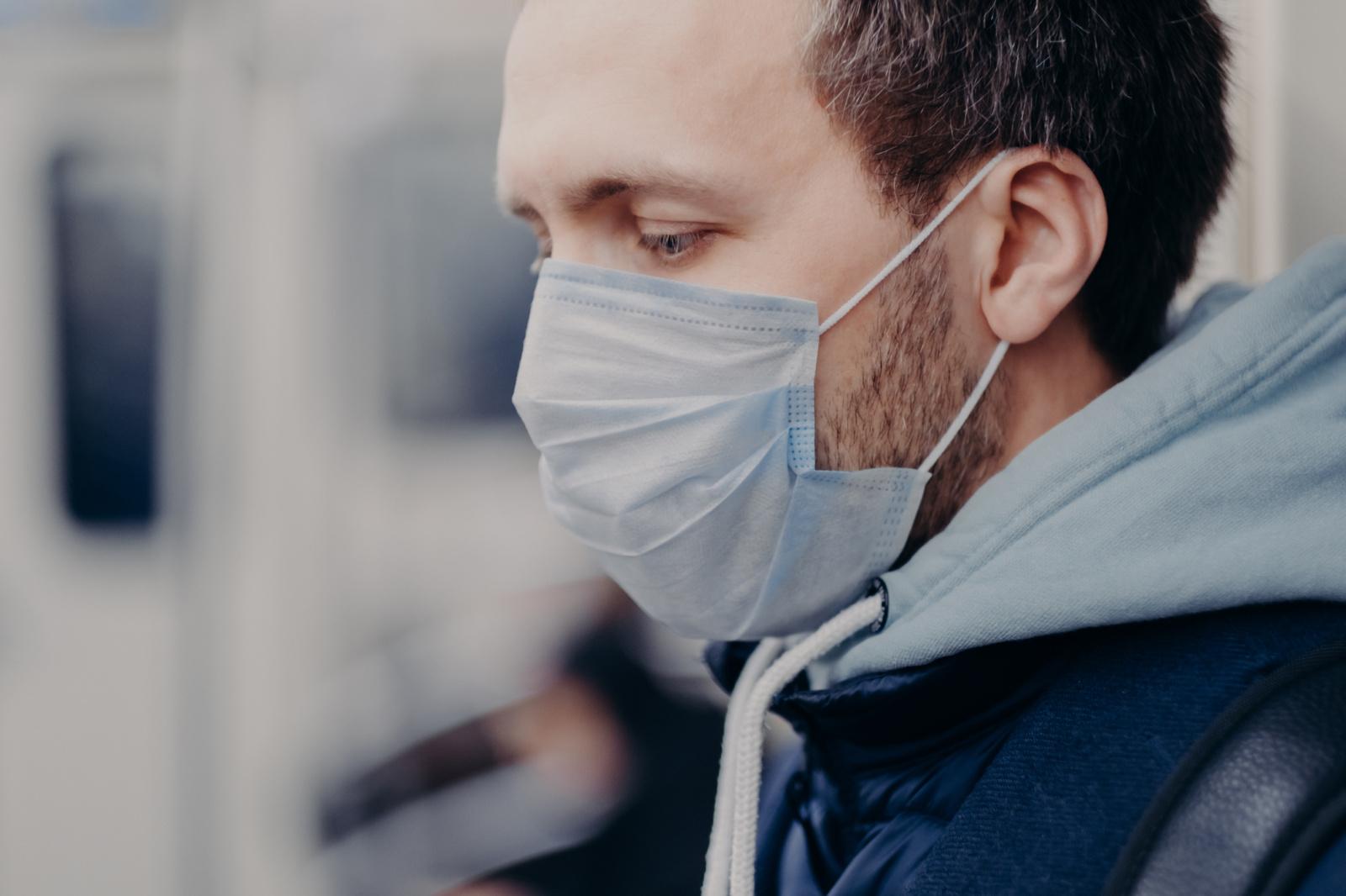 Užsikrėtusių koronavirusu maršrutai: lankėsi pas artimuosius ir vaistinėse, ėjo į darbus