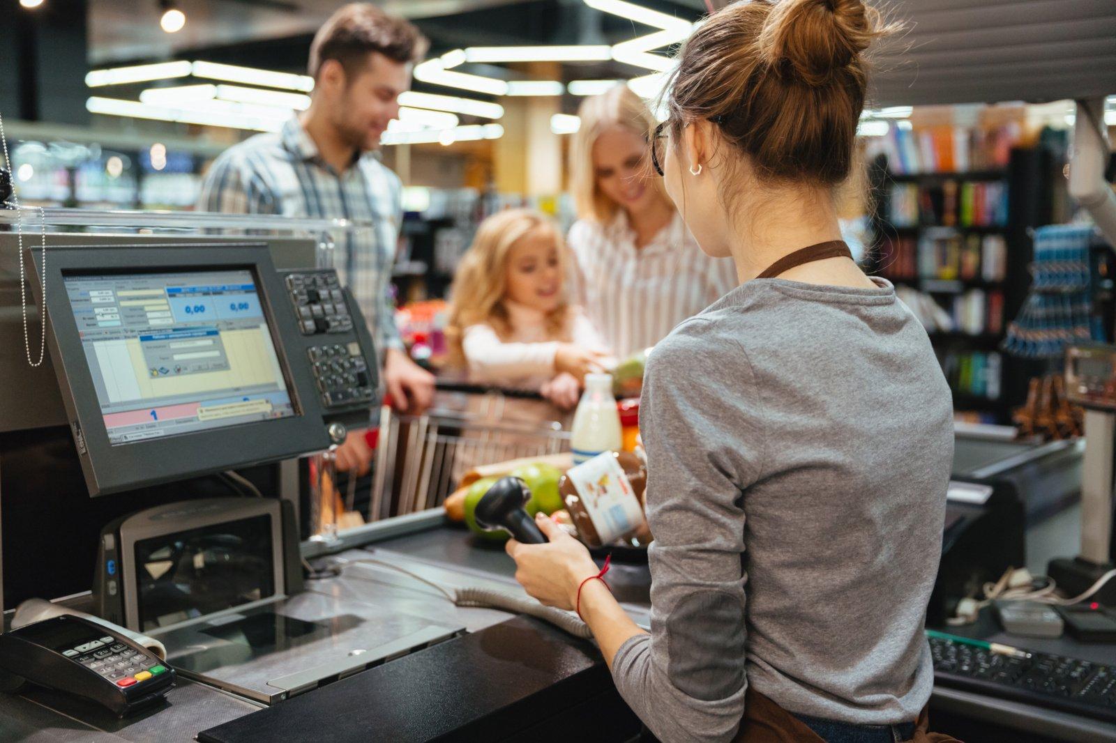 Per ketvirtį labiausiai laisvų darbo vietų padaugėjo prekybos įmonėse