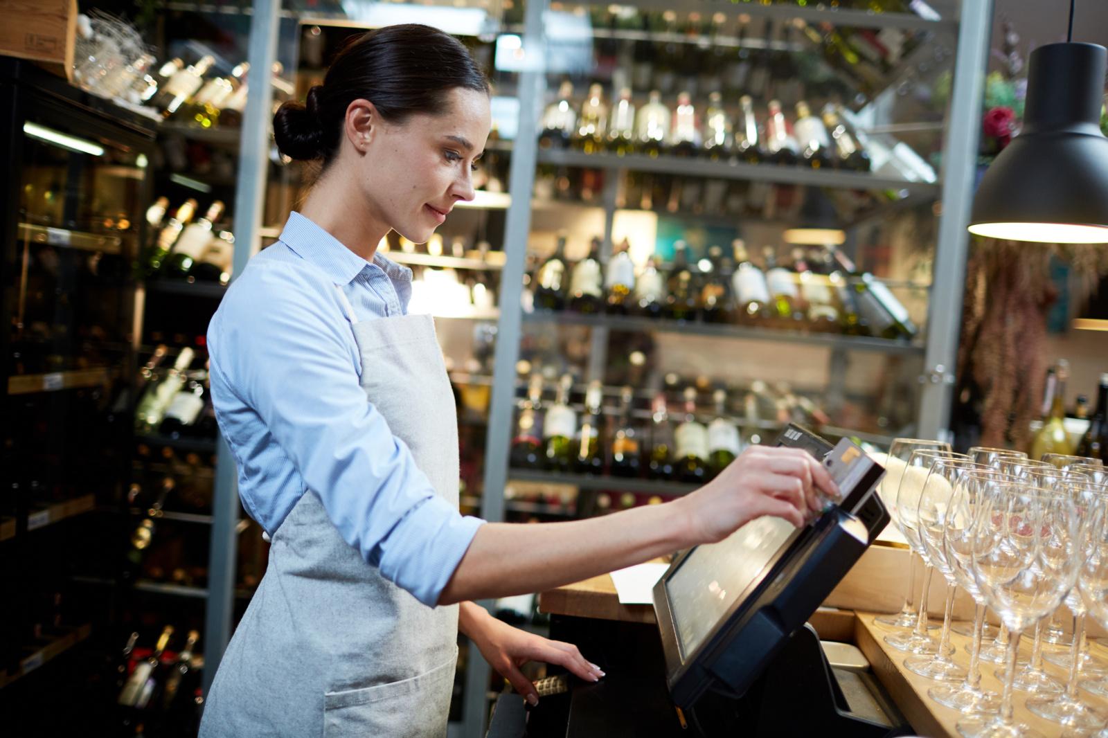 Draudimas prekiauti alkoholiu sekmadieniais kirstų provincijos parduotuvėms
