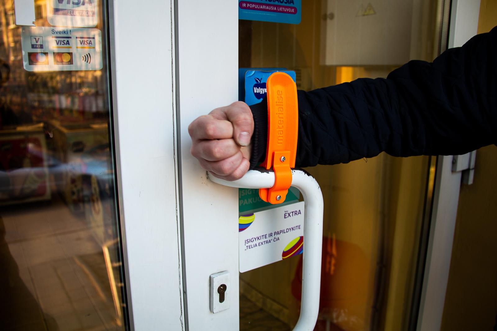 Biblioteka 3D spausdintuvu  gamina priedus durų rankenoms