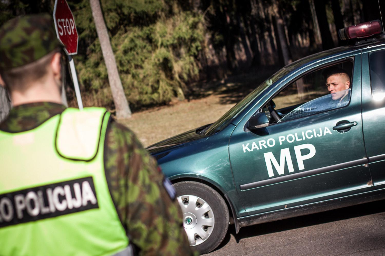 Karo policijos pareigūnai talkina policijai patruliuojant didžiuosiuose Lietuvos miestuose
