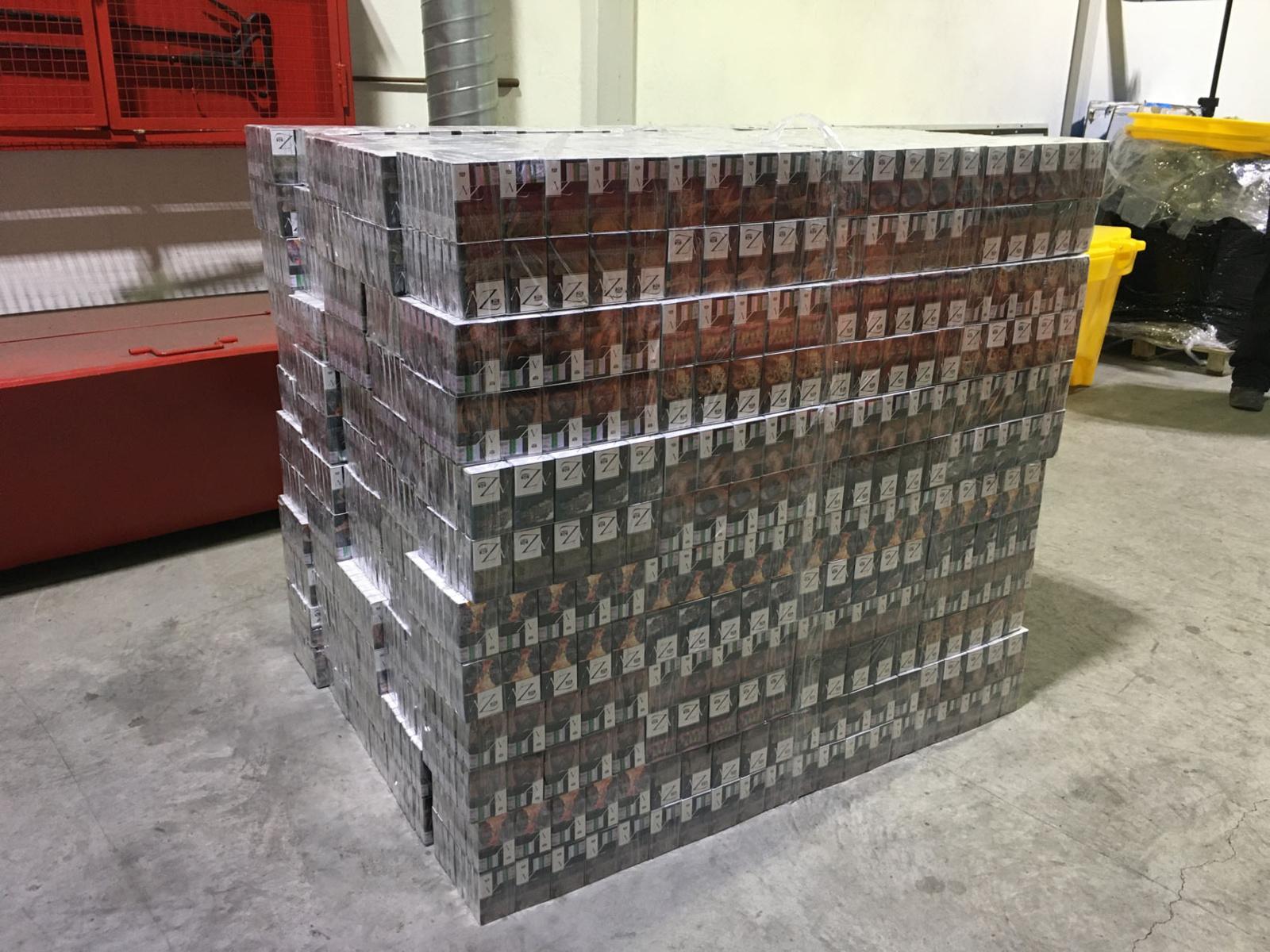 Muitininkai sulaikė daugiau nei 10 tūkst. pakelių kontrabandinių cigarečių krovinį