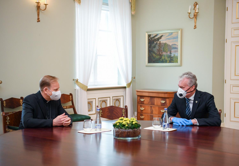 Prezidentas su Vilniaus arkivyskupu aptarė pasirengimą Šv. Velykoms
