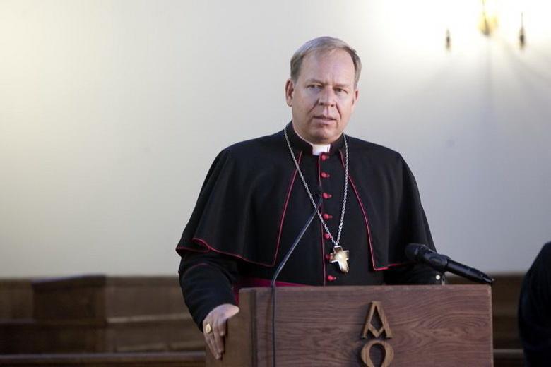 Arkivyskupas G. Grušas: nelankykite artimųjų, užteks skambučio