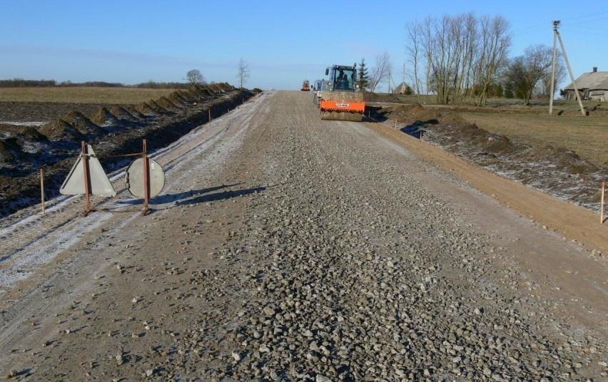 Savivaldybių žvyrkeliams paskirstyti 20 mln. eurų leis išasfaltuoti per 250 kelių ir gatvių