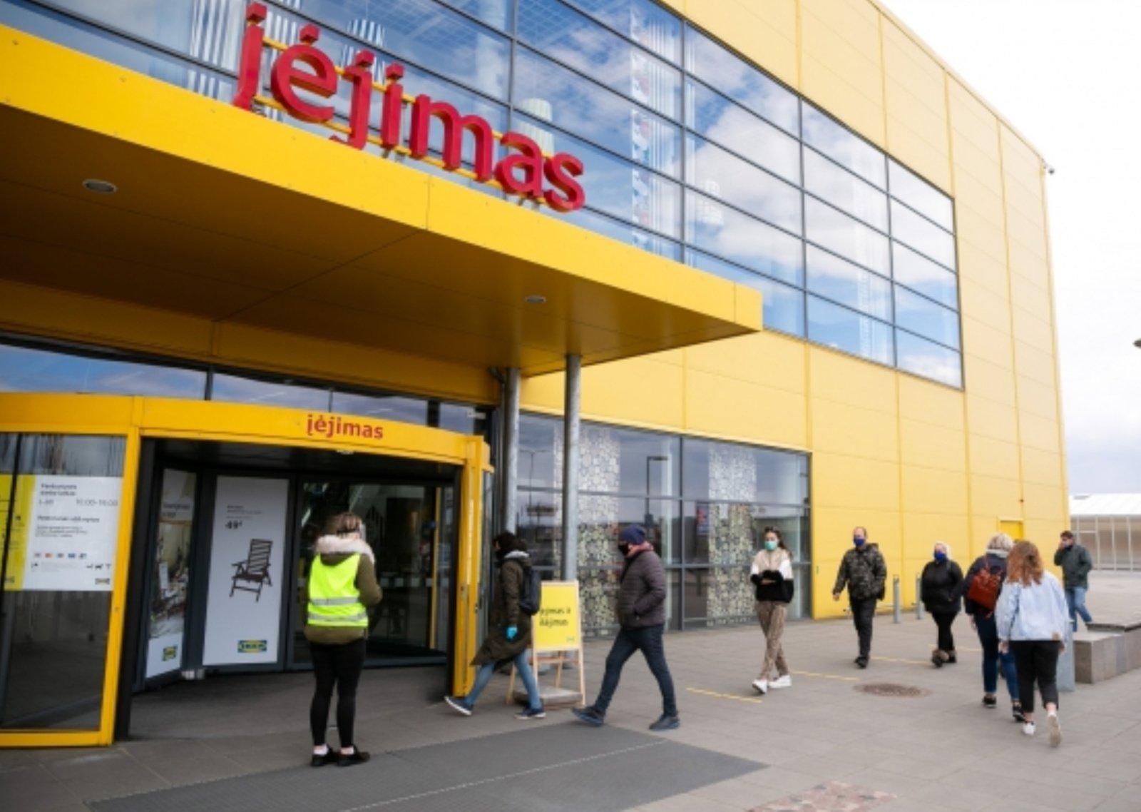 A. Veryga sako, kad situacijai negerėjant naujų ribojimų sulauktų prekybos centrai ir ugdymo įstaigos