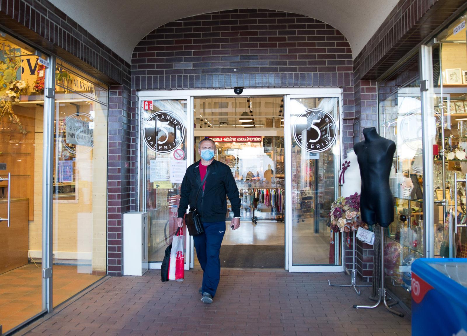 Lietuvos darbdavių konfederacija ragina Vyriausybę leisti atidaryti ne maisto parduotuves