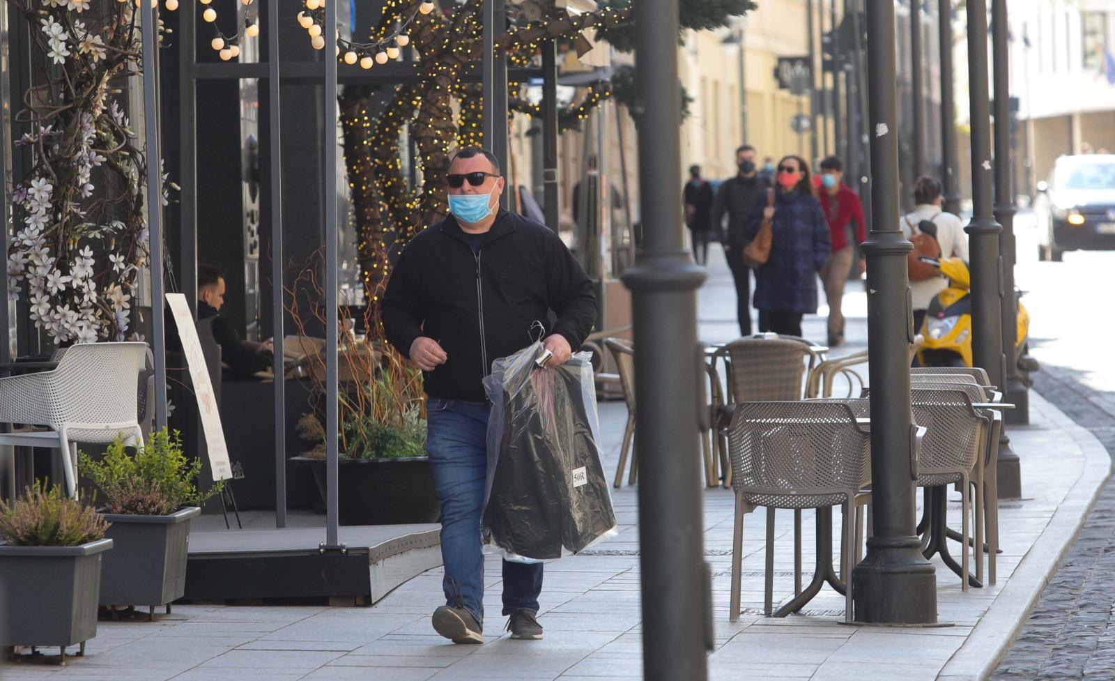 Svarbiausi ketvirtadienio įvykiai: rūkymas balkonuose, viruso plitimas, trylikta pensija