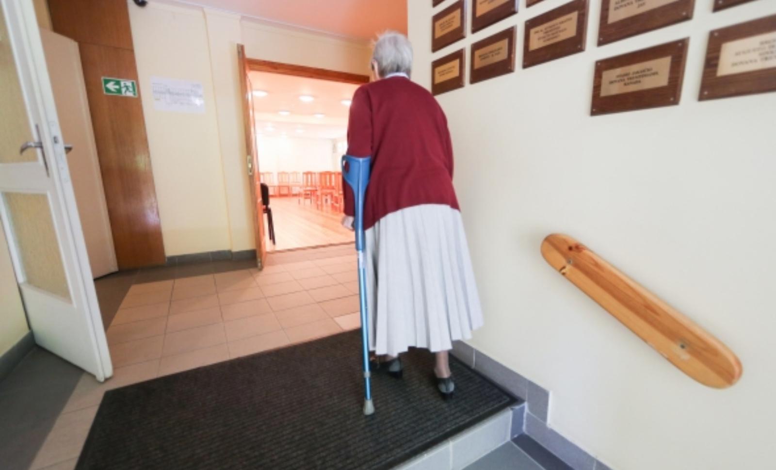 Vyriausybė siūlo griežtinti senelių namų ir kitų globos įstaigų kontrolę