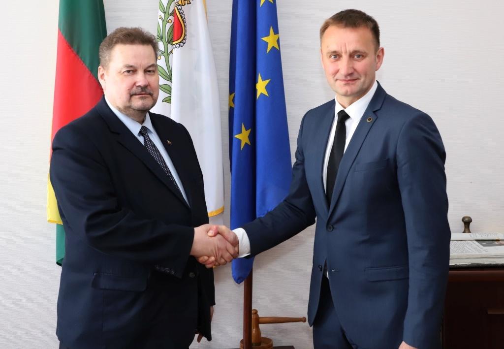 Padedant Šiaulių krašto bičiuliams Seime, bus sprendžiama Šiaulių oro uosto ateitis