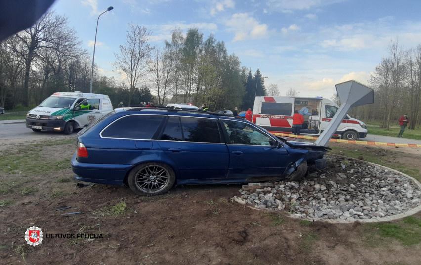 Po eismo įvykio Pasvalyje į ligoninę išvežti vairuotojas ir keleivis
