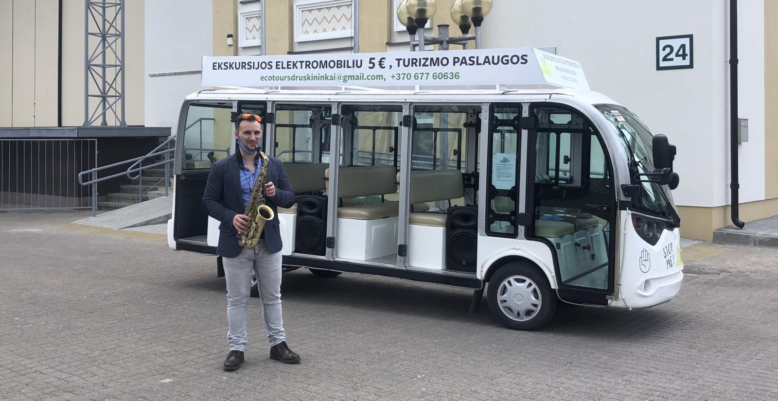Druskininkų savaitgalis: muzikuojantis autobusiukas vertė šokti ir... bučiuotis