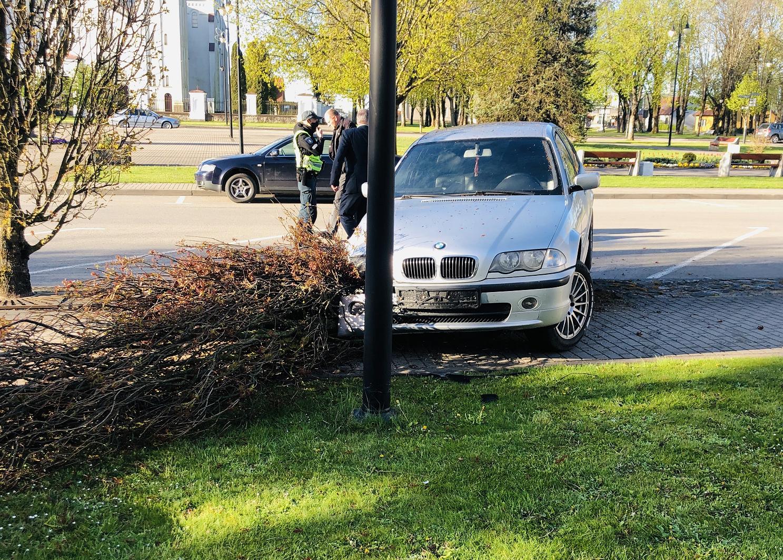 Rietavo policijos pareigūnai nustatė du šiąnąkt iš eismo įvykių pasišalinusius vairuotojus