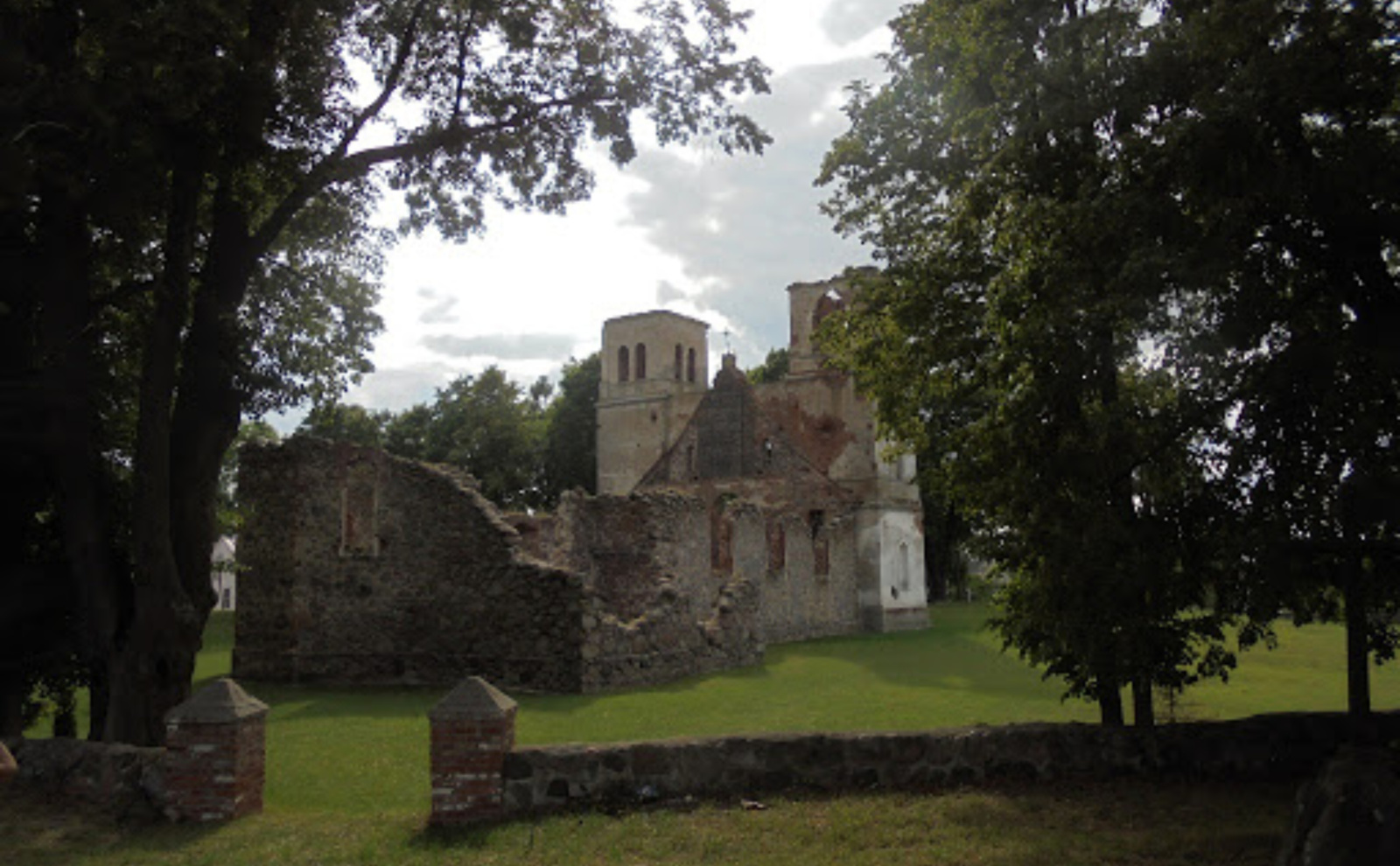 Pavyks išsaugoti unikalią ir sakralią erdvę – Bartninkų bažnyčios griuvėsius