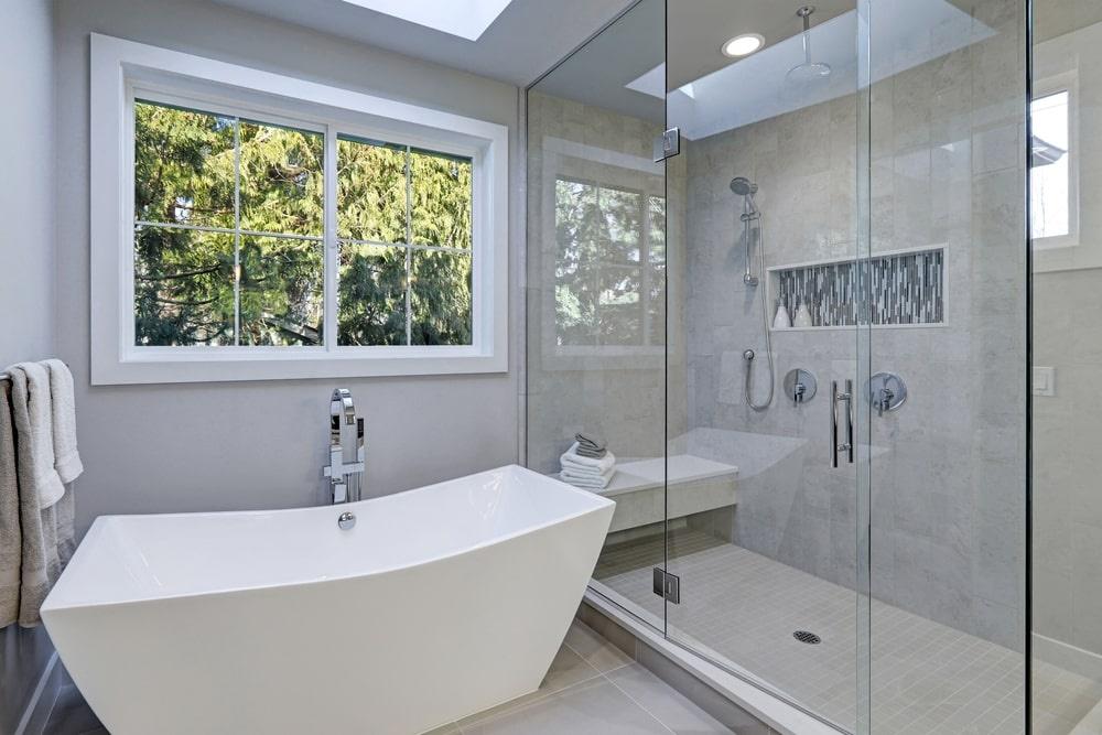 Amžina vonių ir dušo kabinų kova: ką rinktis Jums?