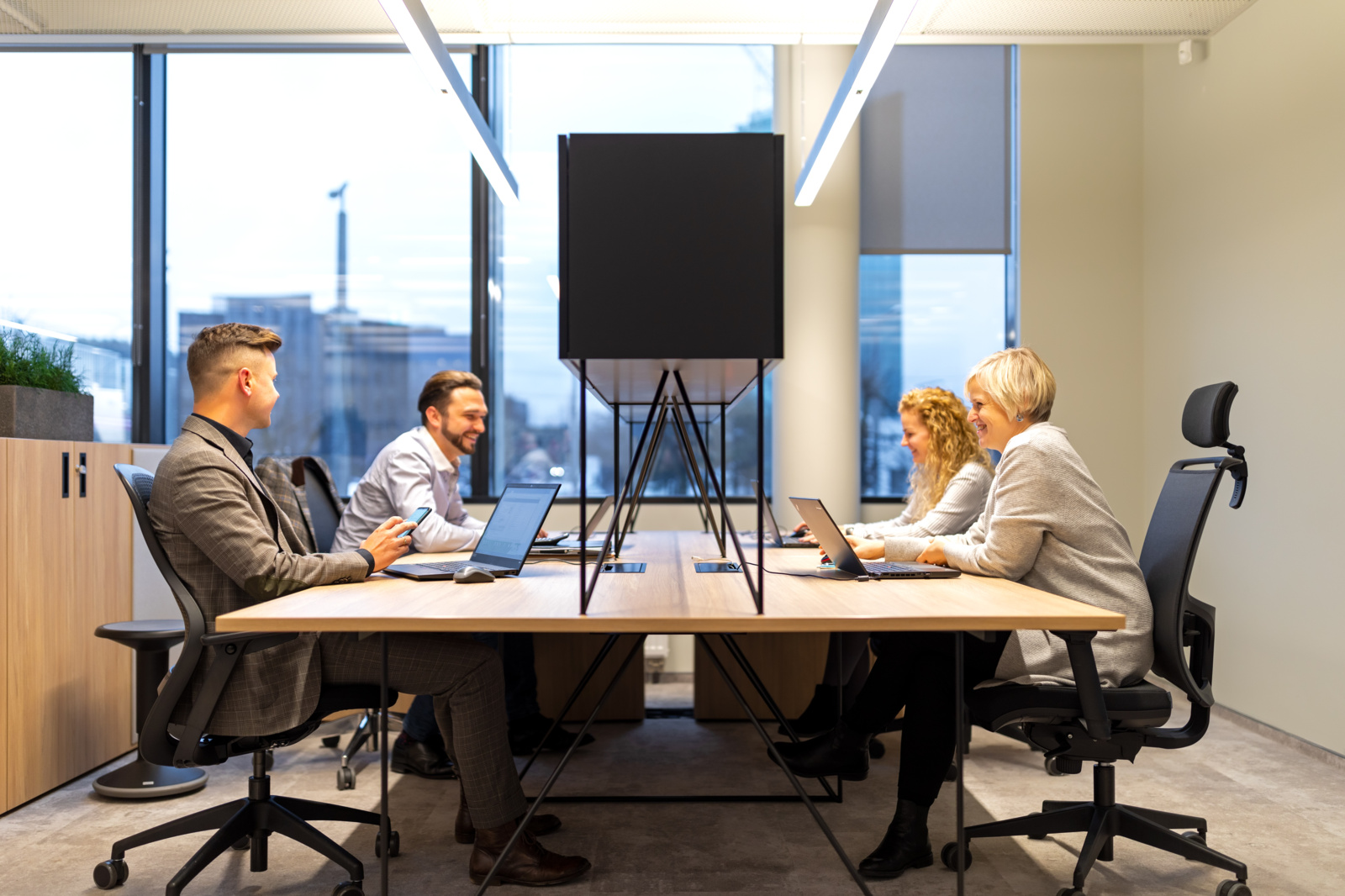 Kaip tvarkingas darbo stalas padeda pagerinti rezultatus?