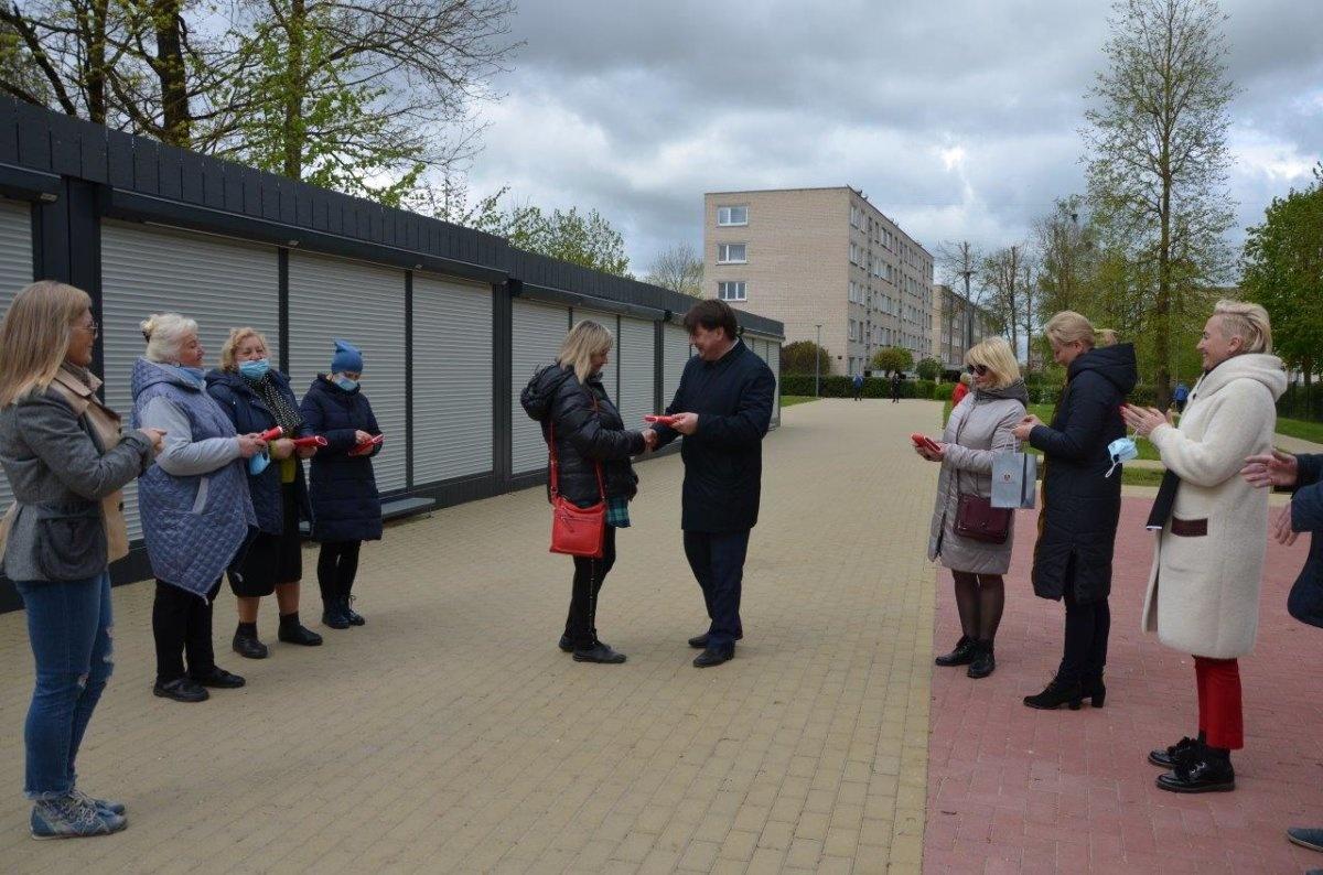 Akmenės rajono savivaldybės pastatytų kioskų raktai įteikti nuomininkams