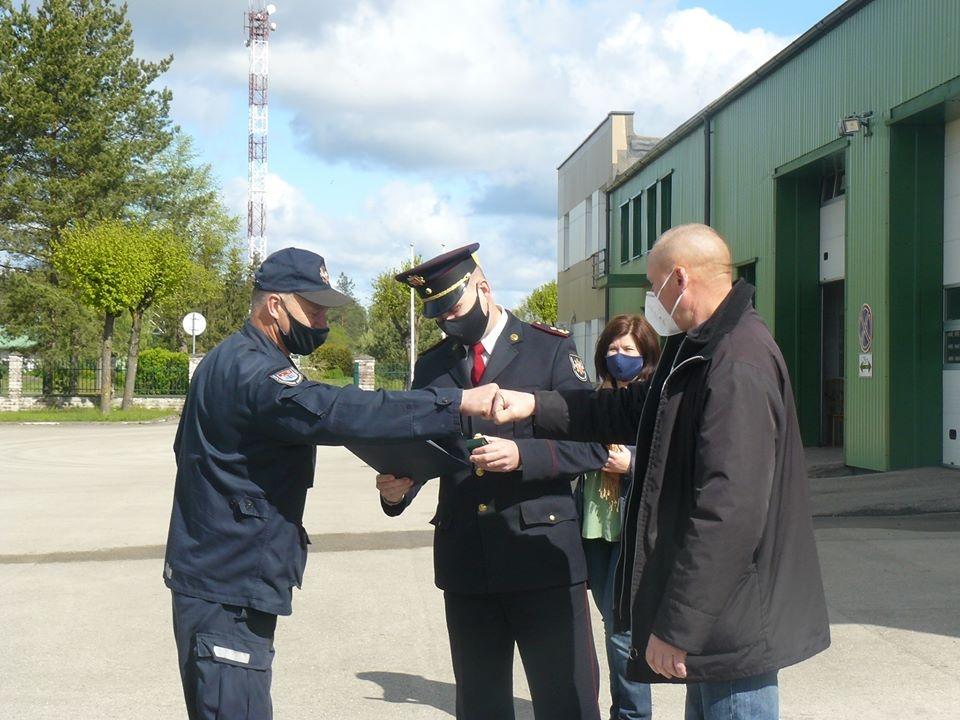 Apdovanoti Molėtų ugniagesiai – Vytautas Verbickas ir Dainius Sinica