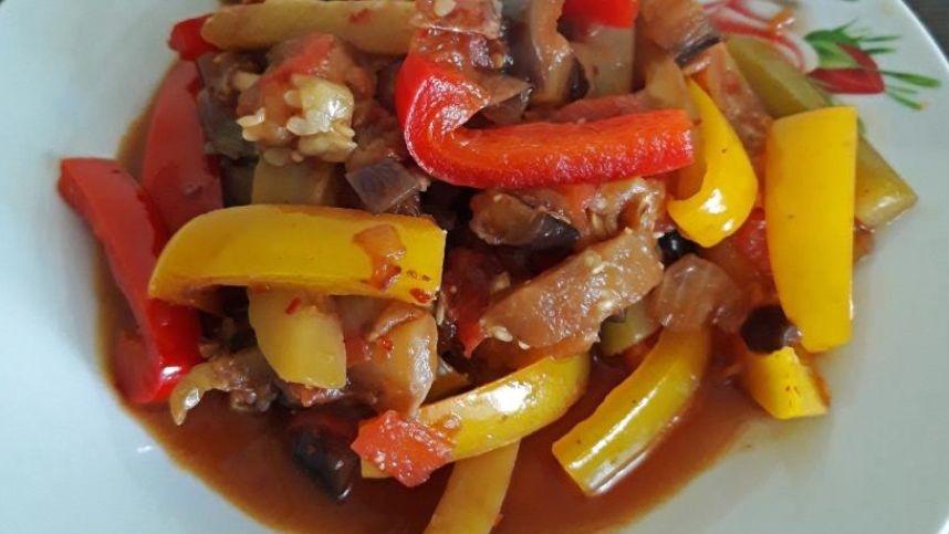 Marokietiškas troškintų daržovių patiekalas