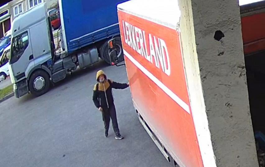 Policija ieško asmens, neteisėtai panaudojusio svetimą banko kortelę