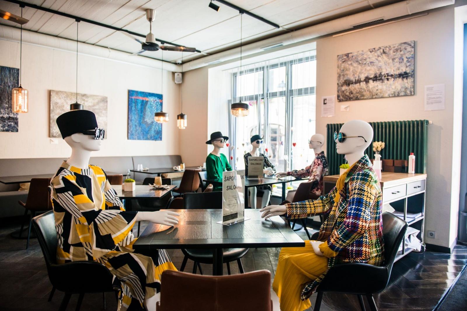 Laisvas Vilniaus kavinių erdves užpildė madingi manekenai
