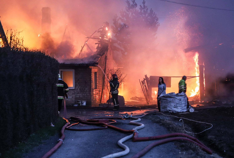 Karantino statistika: gaisrų beveik perpus mažiau, žuvusiųjų daugiau