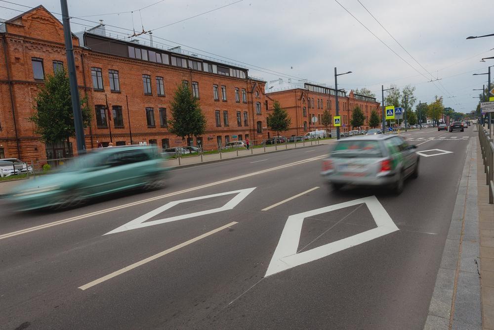 """Kaunui siūlant įteisinti """"rombus"""" gatvėse, ministerija kartoja idėjos nepalaikanti"""