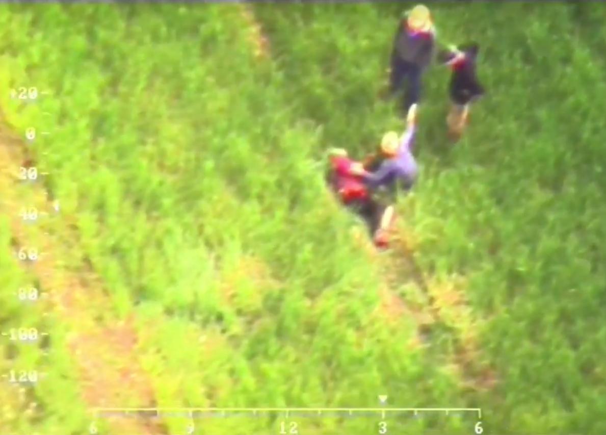 Elektrėnų savivaldybėje dingusią senolę pasieniečiai surado iš sraigtasparnio (vaizdo įrašas)