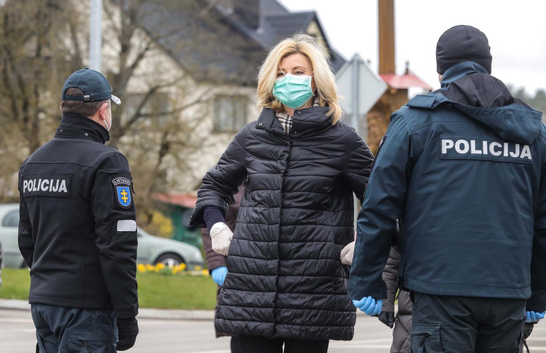Policijos pareigūnams už darbą karantino metu išmokėti priedai