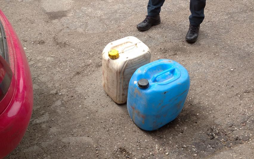 Tauragėje sustabdytas vyras: rasta 20 litrų naminės degtinės