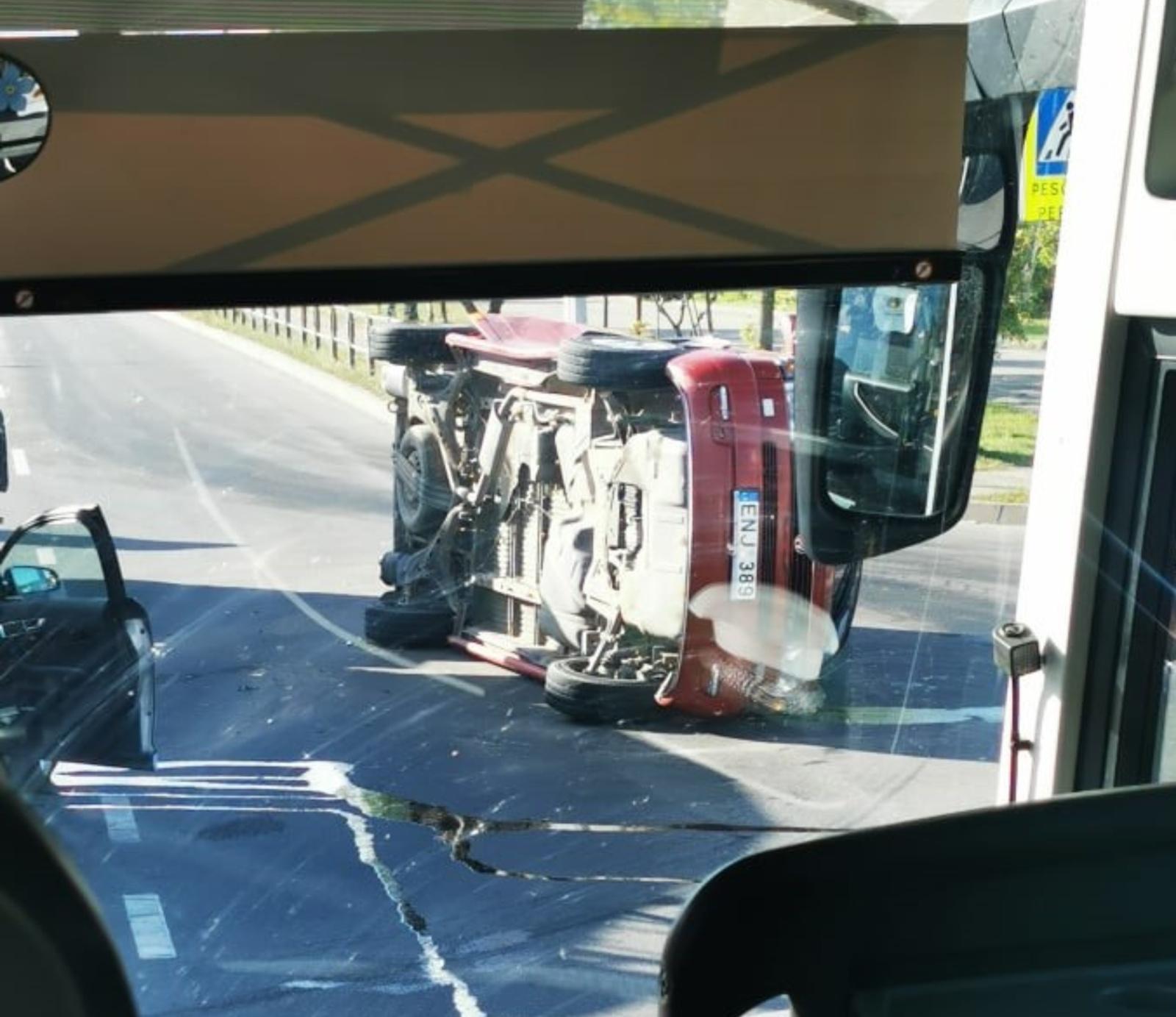 Eismo įvykis Radviliškyje: apvirto automobilis