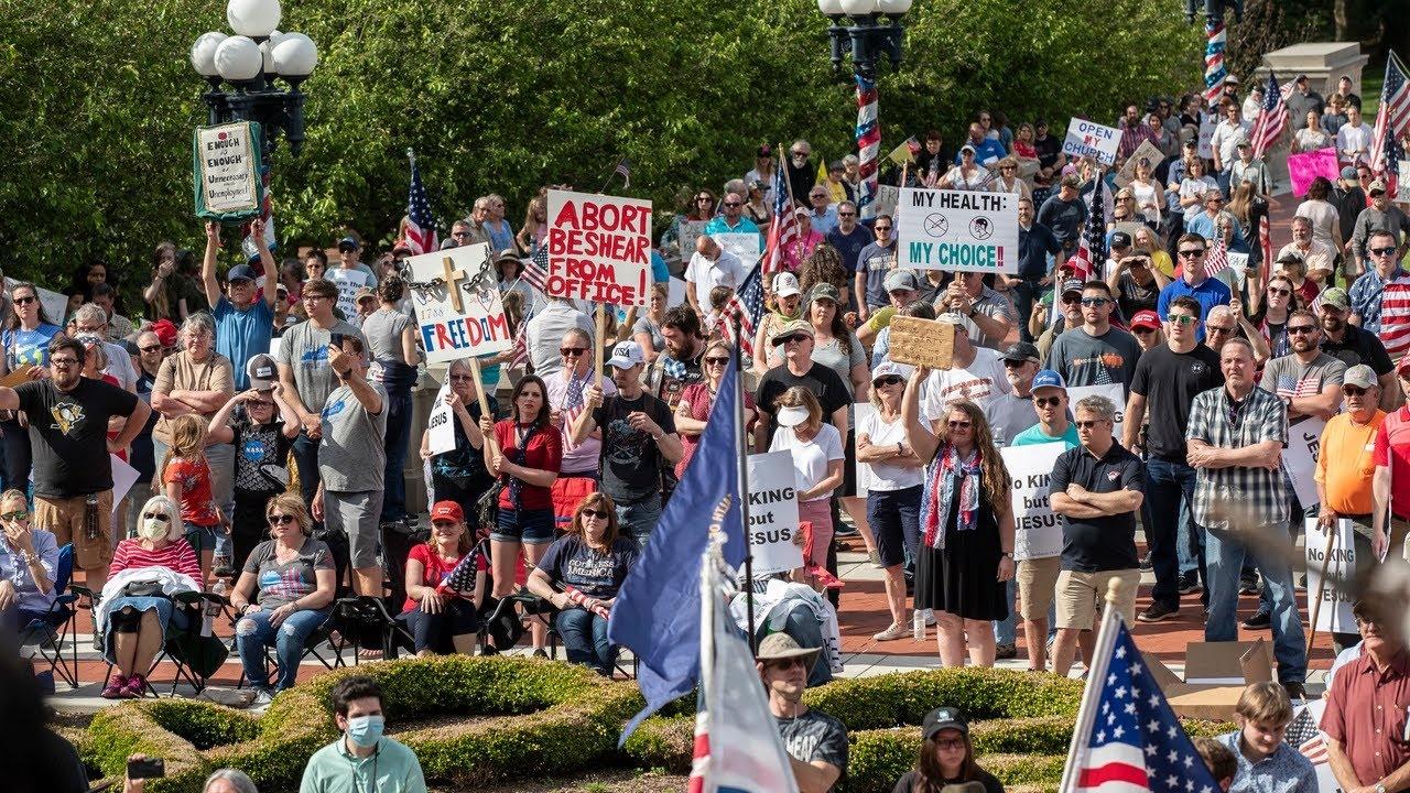JAV tęsiantis protestams prieš policiją, keliuose miestuose paskelbta komendanto valanda