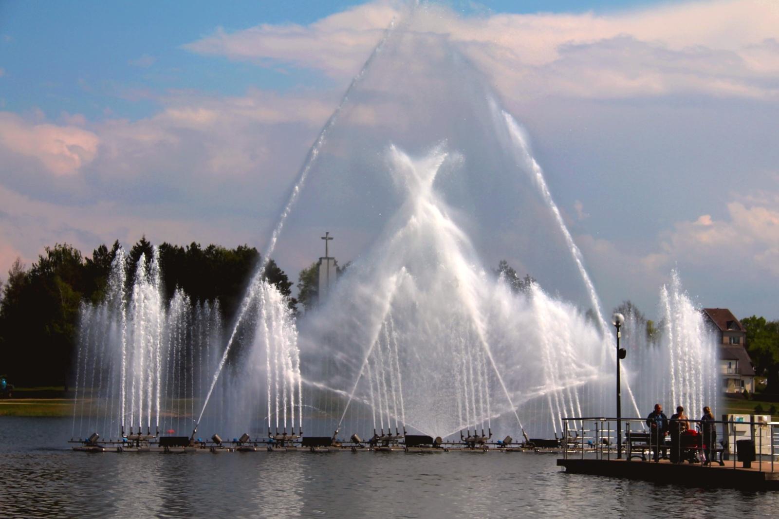 Utenoje birželio 1 dieną savo šokį pradėjo miesto fontanai