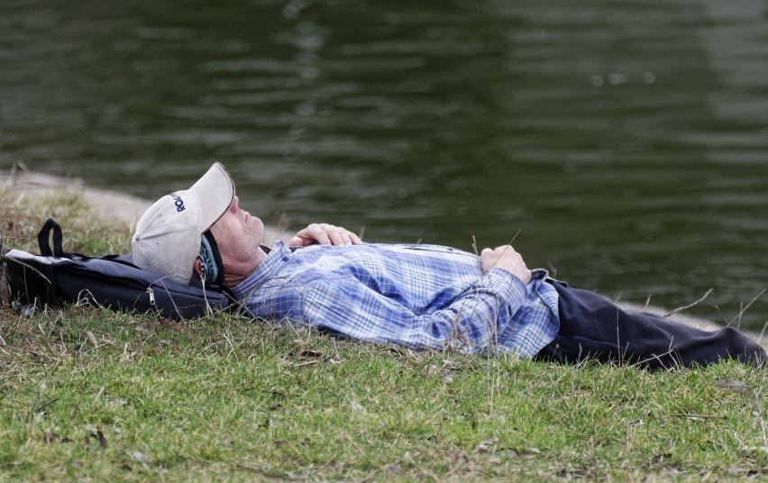 Pakruojo rajone aplinkosaugininkai pričiupo prie tinklų užmigusį brakonierių