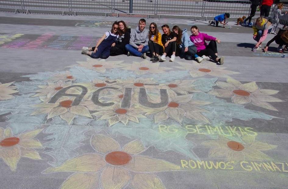 """""""Romuvos"""" gimnazistų spalvota padėka mokytojams"""