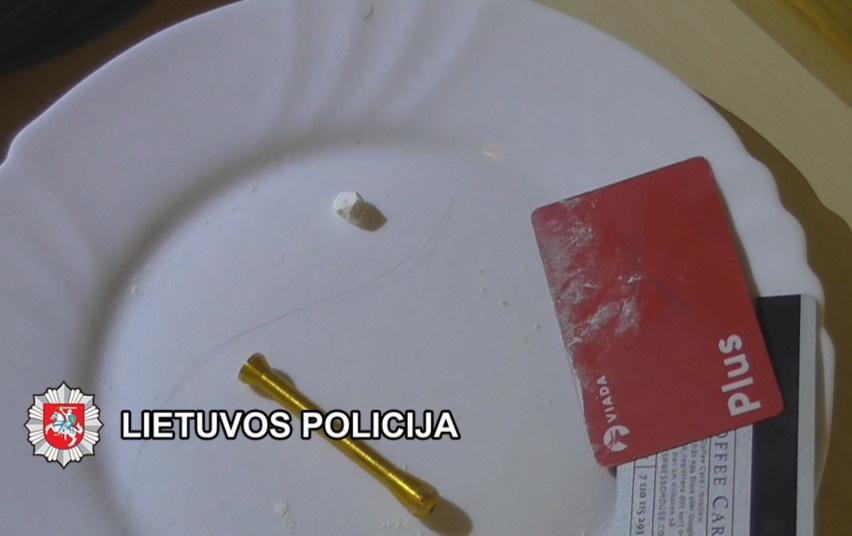 Klaipėdoje baigtas tyrimas dėl disponavimo narkotinėmis medžiagomis ir savavaldžiavimo (vaizdo įrašas)