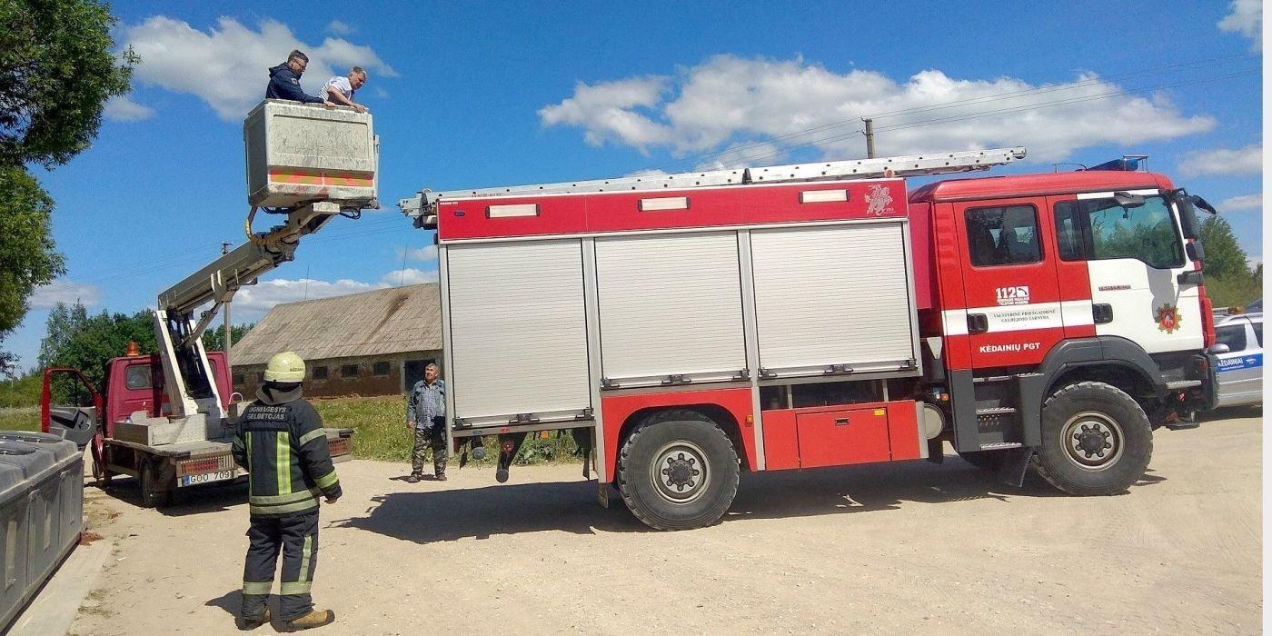 Ugniagesiai gelbėjo ir kačiuką, ir savivaldybės tarnautojus