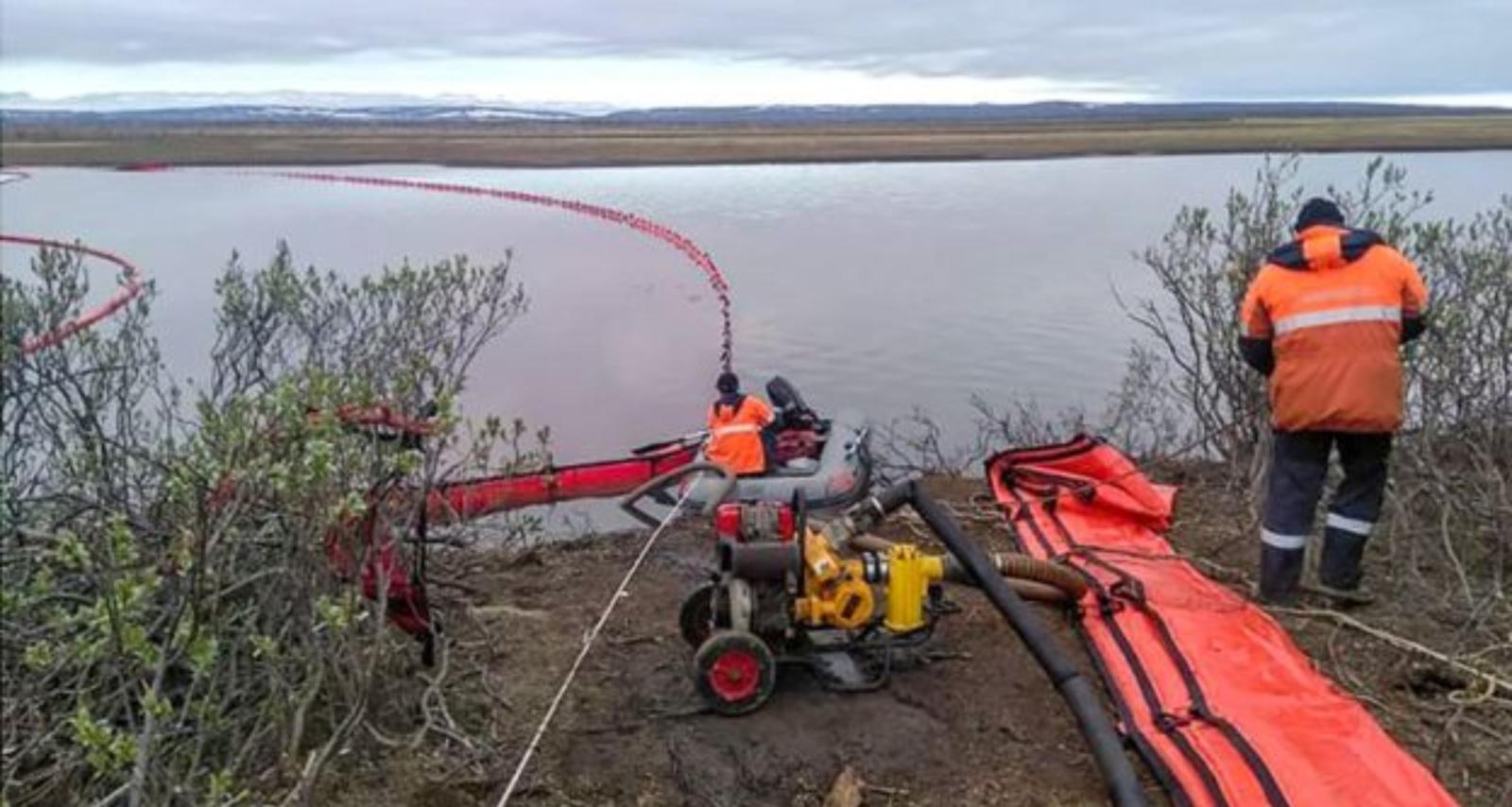 Rusijoje po dyzelino išsiliejimo Arktyje bus tikrinami pavojingi pastatai