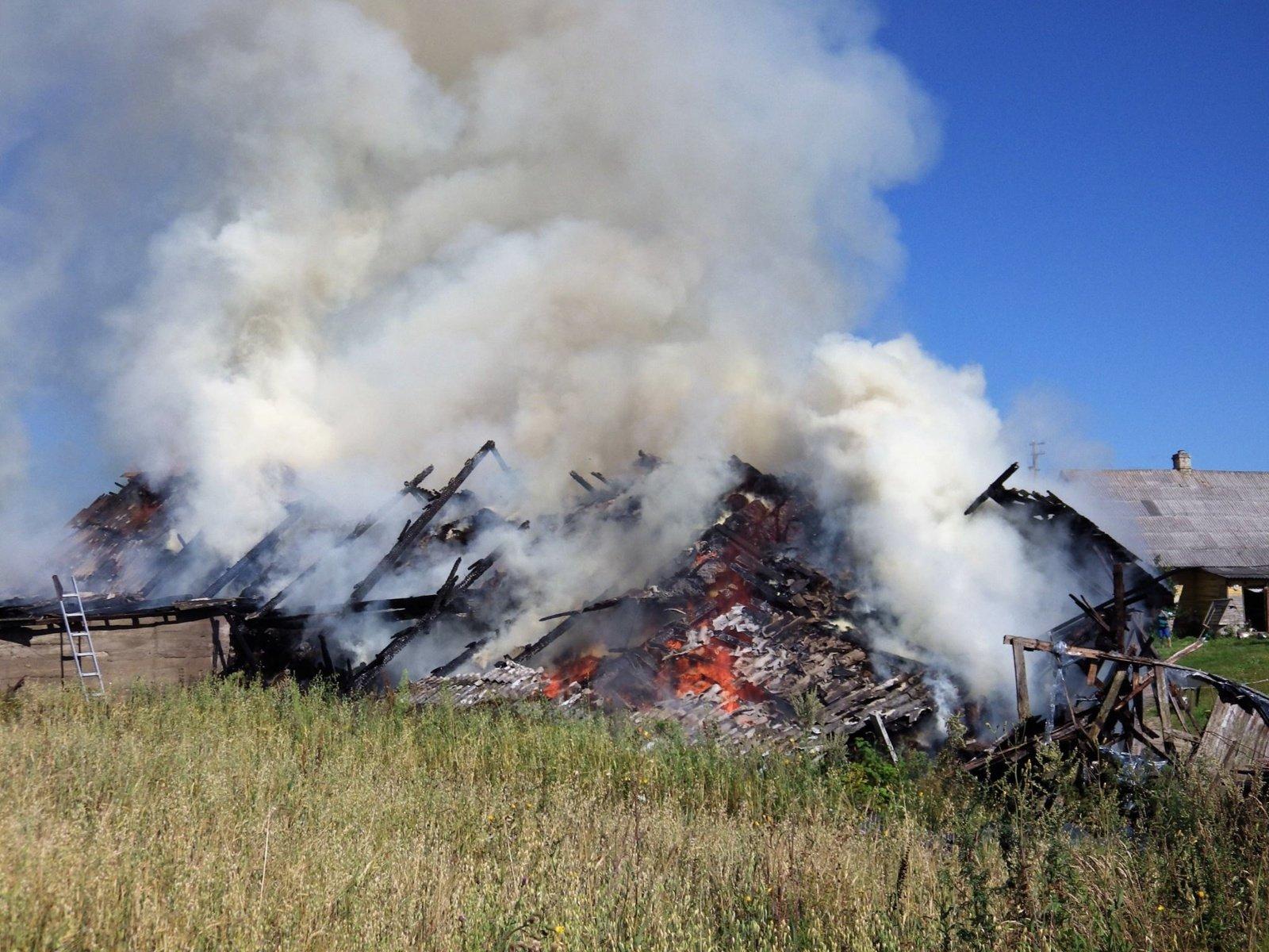 Kazlų Rūdoje sudegė ūkinis pastatas