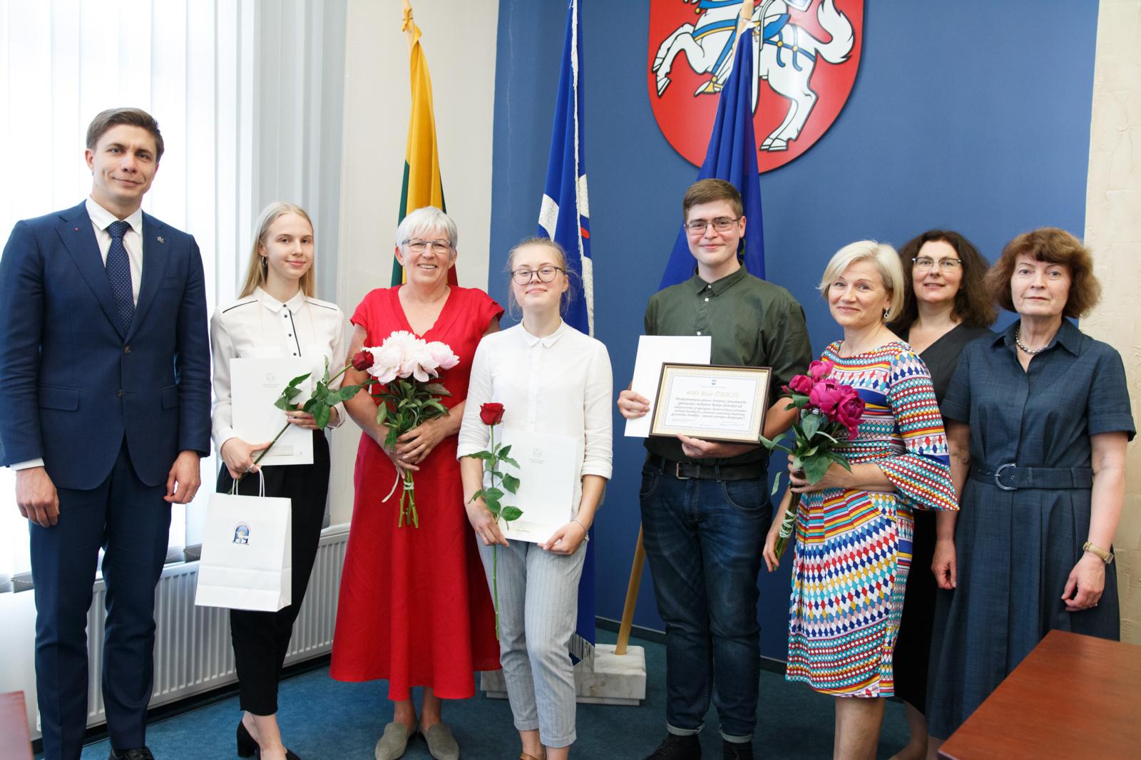 Apdovanoti rašytojo G. Kanovičiaus premijos konkurso dalyviai