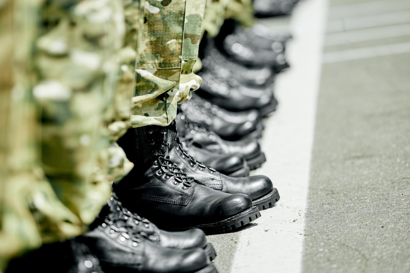 Vyriausybė siūlo didinti baudas už karo tarnybos vengimą