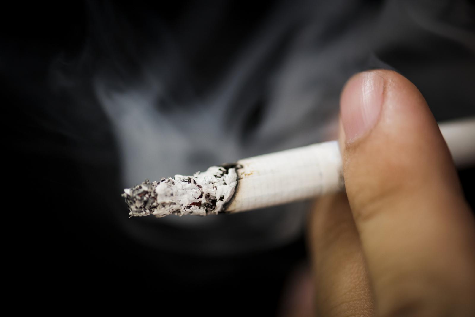 Seimas linkęs nuo 2022-ųjų gegužės drausti prekybininkams viešai eksponuoti tabako prekes