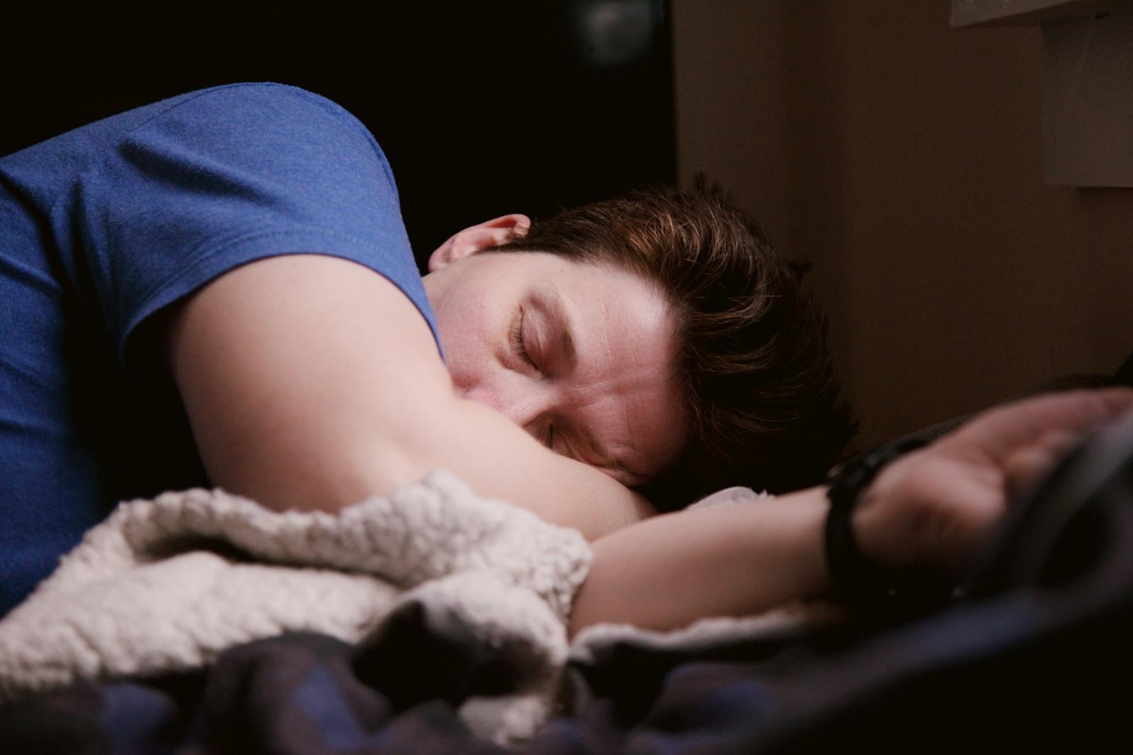 12 priežasčių, kodėl naktį miegate blogai