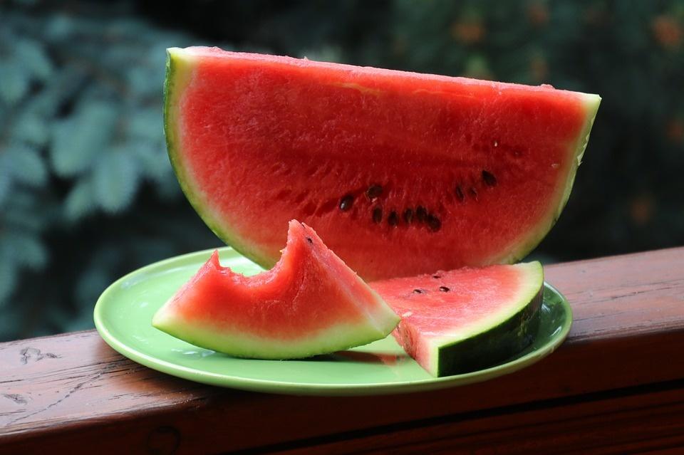 Kodėl valgydami arbūzą neturėtumėte išspjauti jo sėklų?