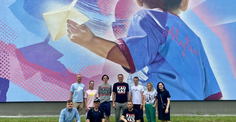 Ant Alytaus jaunimo centro sienos – naujas gatvės meno piešinys
