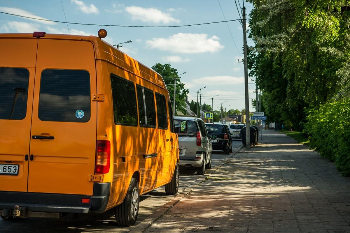 Judrioje Smėlynės gatvėje ketinama drausti statyti automobilius