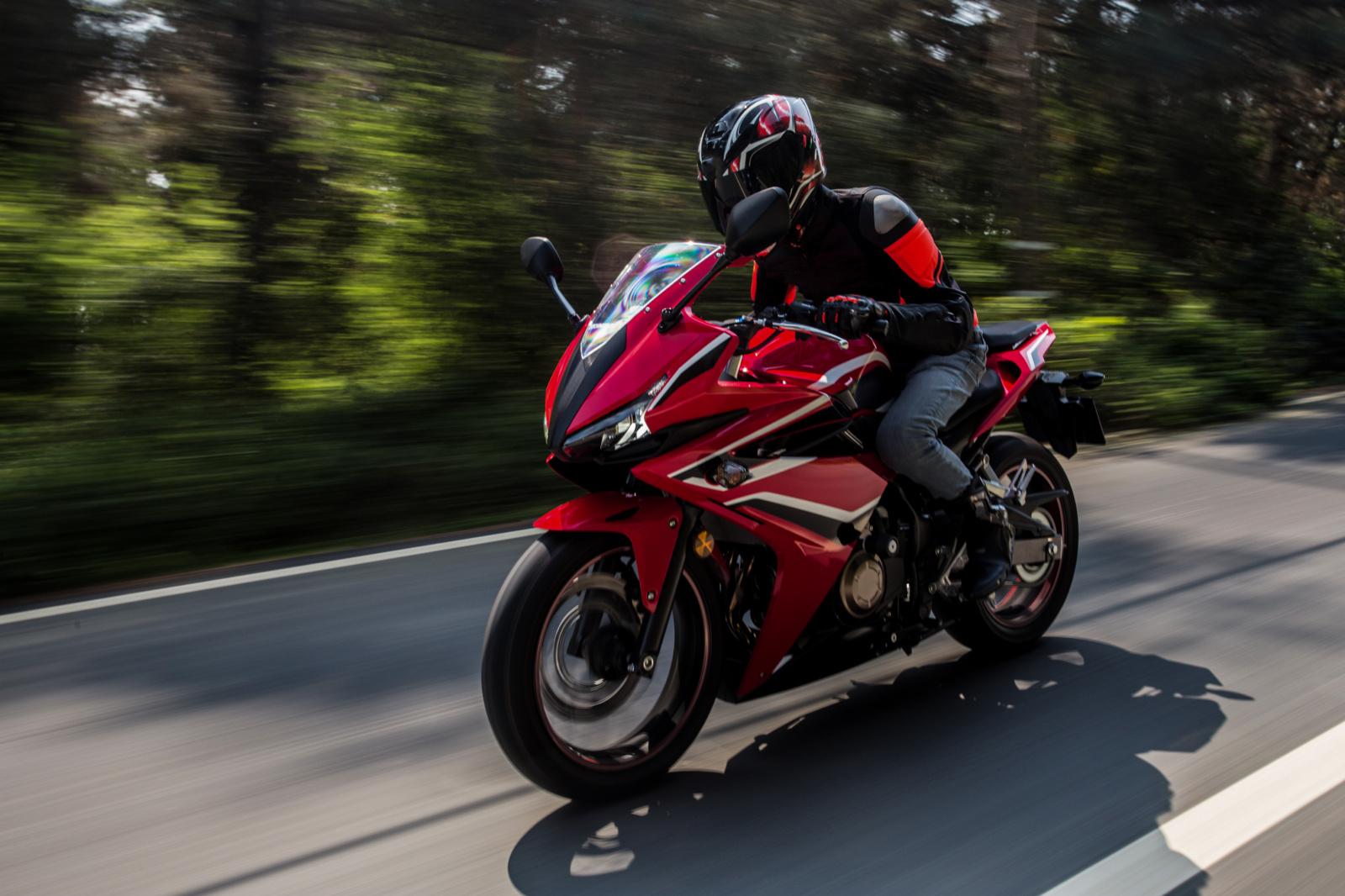 Ministerija nepritaria idėjai leisti dalį motociklų vairuoti su automobilio teisėmis