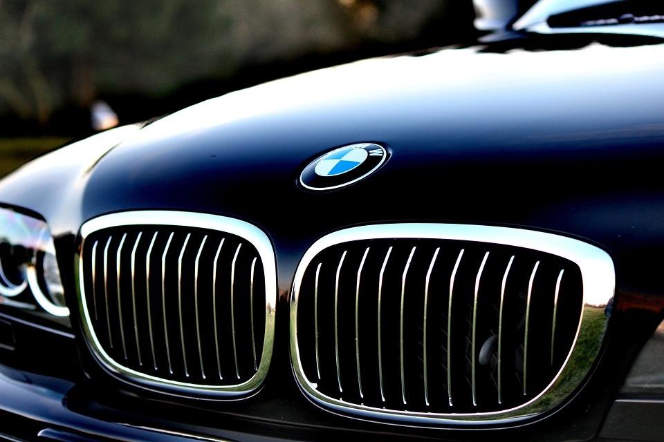 Sukčiavusi lietuvių šeima prarado prabangų BMW